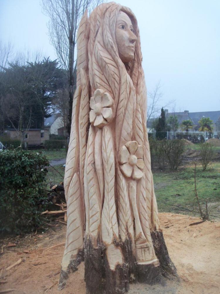sculpture de Dana (déesse celte de la terre)